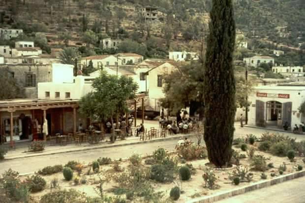 Στιγμές ανάπαυσης κάτω απο το τεμπελόδενδρο στη γαλήνη της Φύσης πρίν την Τουρκική κατοχή +το 1974